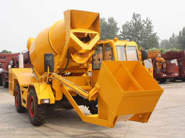 SFM2.5 self-loading concrete mixer