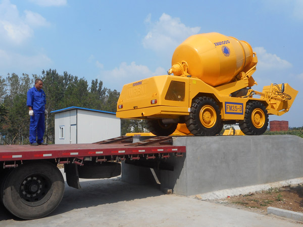 self-loading concrete mixer for exporting